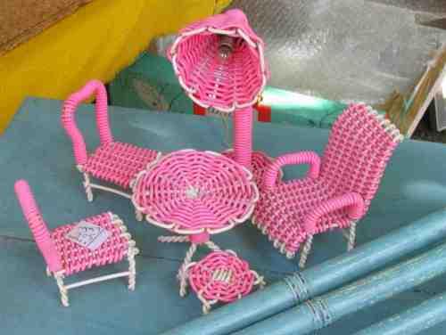 chaises de poupée miniatures