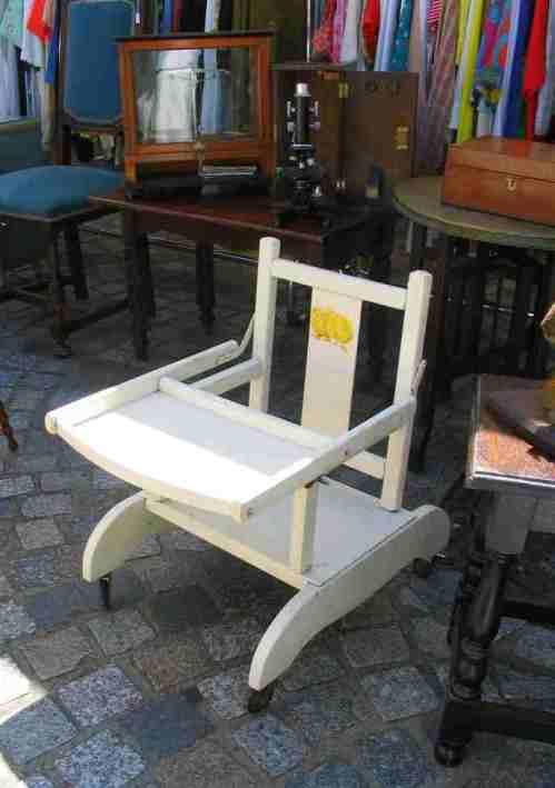 Chaise de bébé en bois