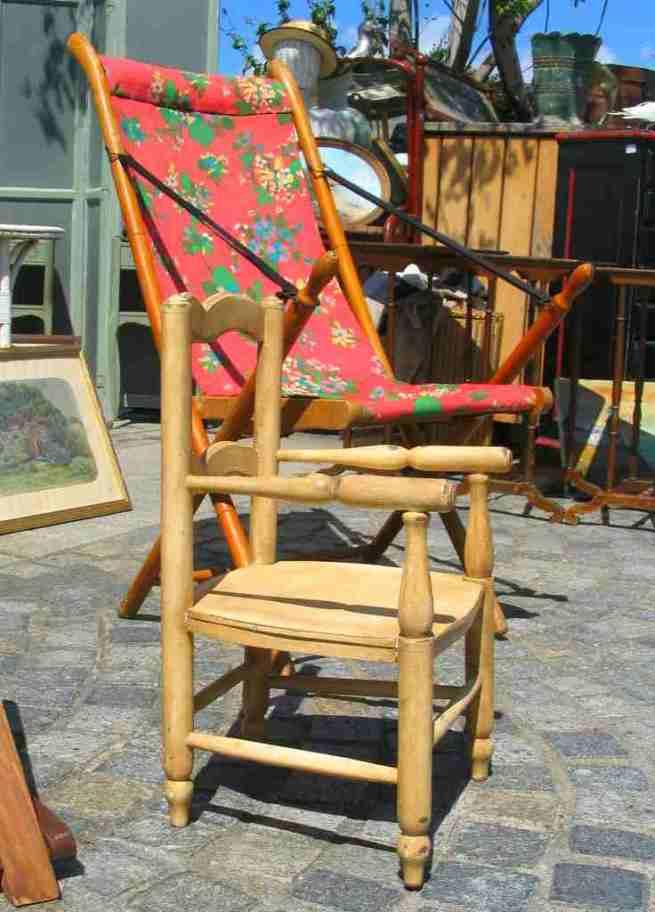 Chaise en bois pour enfant et transat armature en bois.