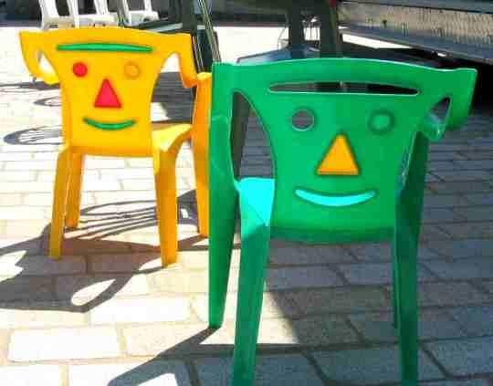 Chaises en plastique pour enfant